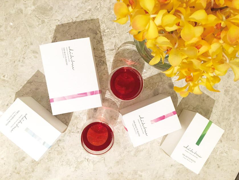 2 10 種類のハー ブや生薬をブレンドした The Beauty Blend。冷 え を 改 善 し た り 、 肌 を 内 側 か ら 美 し くし て く れ る 効果も。