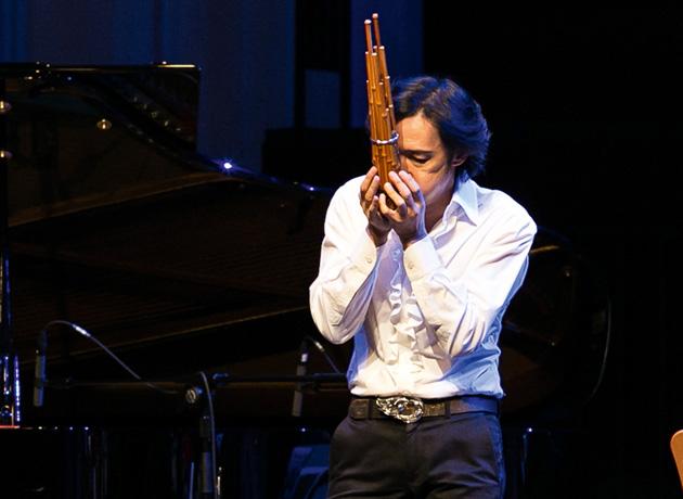 表情豊かな笙(しょう)の音色。様々なジャンルの曲とのミックスが披露され、新しい世界観を作っていた photo/Alfred Phang