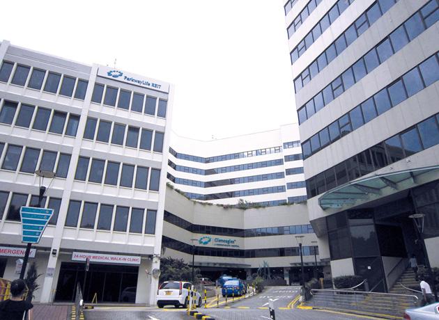 正面左手アネックスブロック棟の救急外来棟入口から3階へ