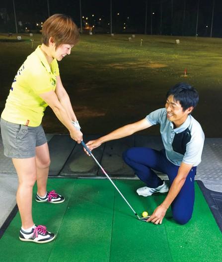 平日午前10 時スタートの女性限定グループレッスン (S$580 / 90 分12 回コース)もオススメ。 今後はオーチャード校にて、ゴルフに必要な筋力トレーニングや ストレッチングを専門とした、ゴルフフィットネス教室をオープン予定。