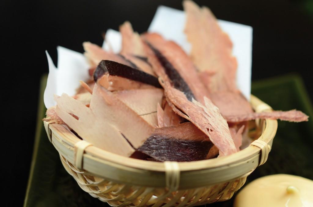 「食べる鰹節」(S$10)香りも然ることながら、見た目も美しい黄金色の鰹節