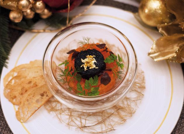 「Symphony of caviar with salmon」はトースト とともに